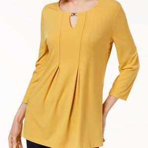 Charter Club Keyhole Top, Gold